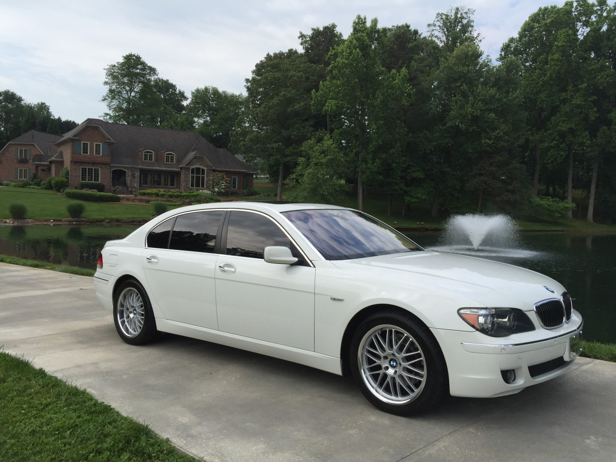 Airport, Business or Airport, corporate, wedding transportation. The best limo to ride in style in Greensboro, NC, Winston Salem, NC, High Point, NC, Raleigh, NC, Charlotte, NC, Chapel Hill, NC, Burlington, NC.
